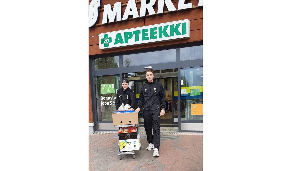 Taipasaaren S-market A-poikien matkassa